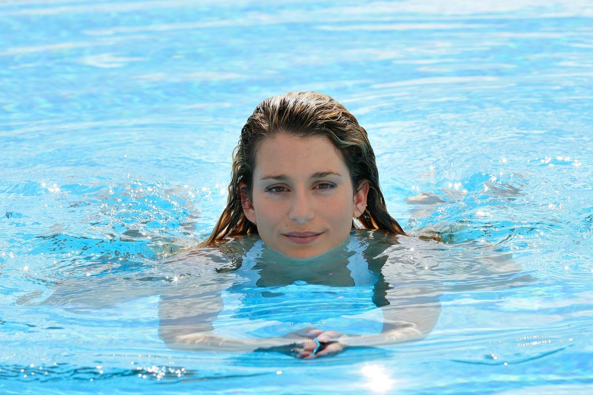 Adetliyken Denize Girilir mi Regl Döneminde Tampon İle Havuza Girmek