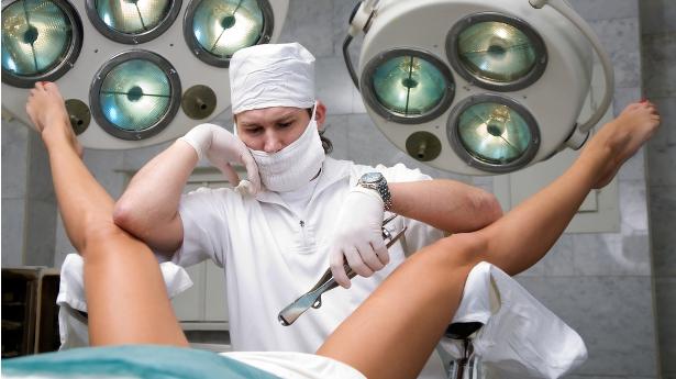 osmotr-ginekologa-krupnim-planom